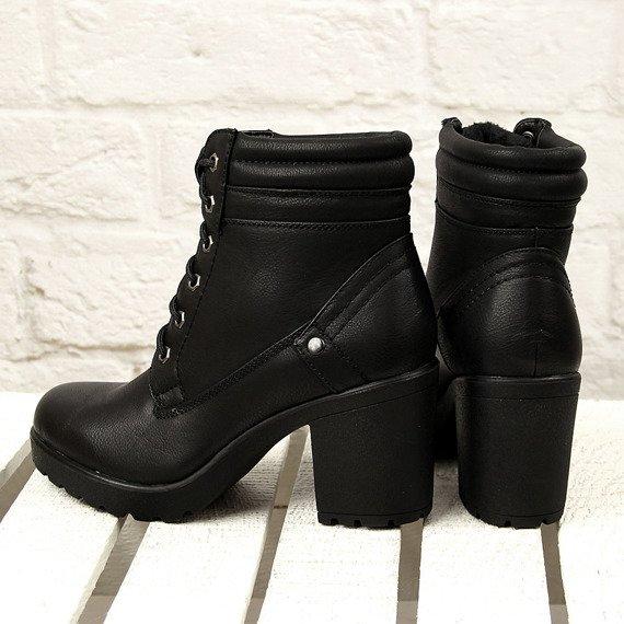 Czarne botki sznurowane na słupku Wishot