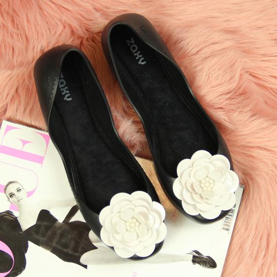 Baleriny damskie gumowe z kwiatkiem czarne Zaxy
