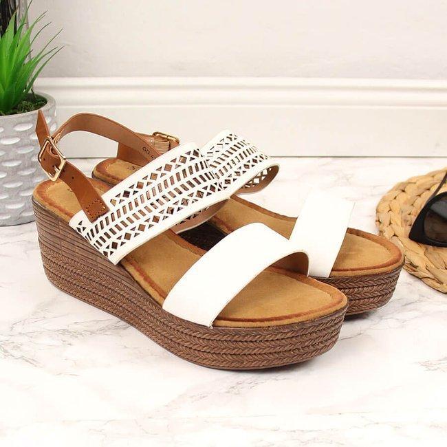 Sandały damskie na koturnie ażurowe białe S.Barski