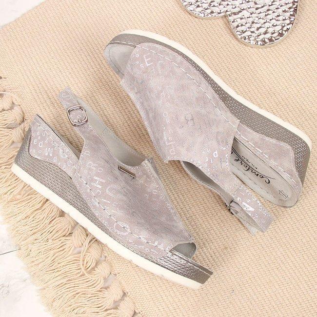 Sandały damskie skórzane na koturnie w literki szare Filippo
