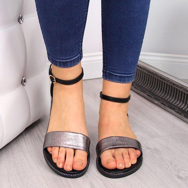 Sandały damskie z nitami czarno-srebrne Filippo
