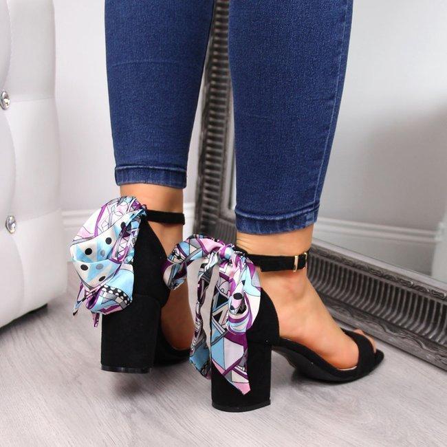 Sandały damskie z ozdobną kokardą na słupku czarne eVento