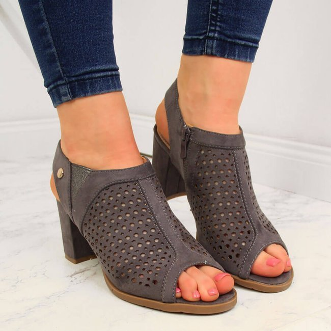 Sandały damskie zabudowane ażurowe na słupku eVento