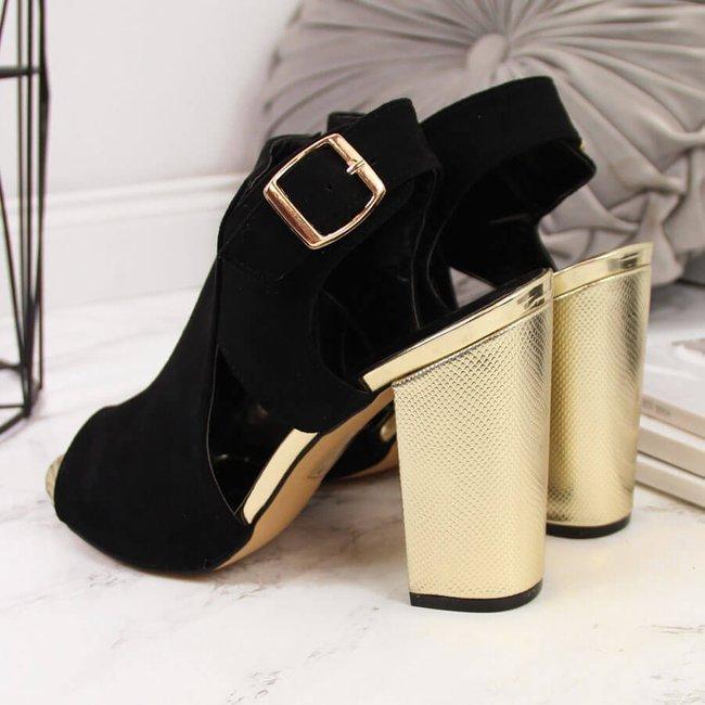 Sandały damskie zabudowane na słupku czarne T.Sokolski