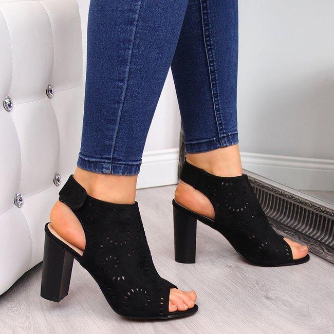 Sandały damskie zbudowane ażurowe czarne eVento