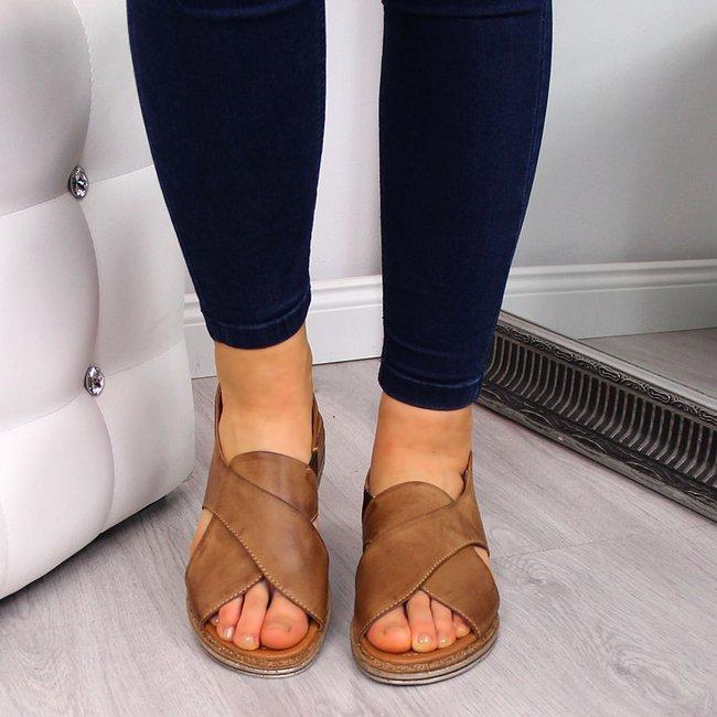 Sandały skórzane damskie brązowe Dolce Pietro