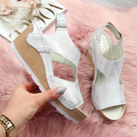 Sandały skórzane na koturnie srebrne Dolce Pietro